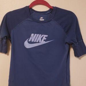 """Nike Tee - S  💲 BUNDLE 3/$25 """""""